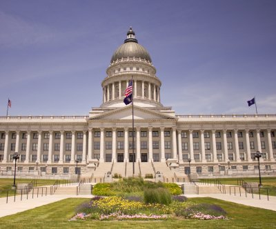 Utah moves to decriminalize polygamy