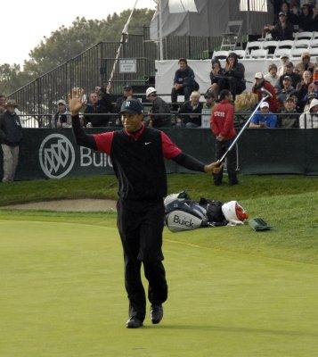 Woods wins 7th straight, 64th on PGA Tour