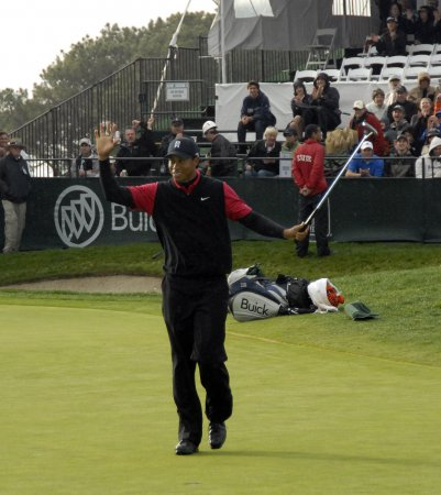 Woods wins 7th straight, 64th on PGA Tour