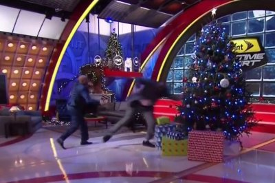 Kenny Smith shoves Shaquille O'Neal right into a Christmas tree