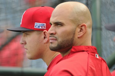 Pujols ties Mantle in HRs, Angels beat Rays