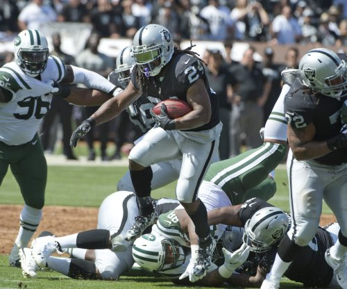 Marshawn Lynch: Oakland Raiders RB excites stadium in sideline dance