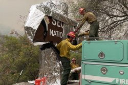 KNP Complex Fire threatens Sequoia National Park's Giant Forest