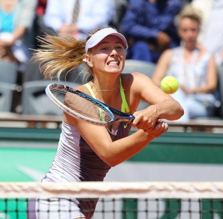 Sharapova, Azarenka make French Open semifinals