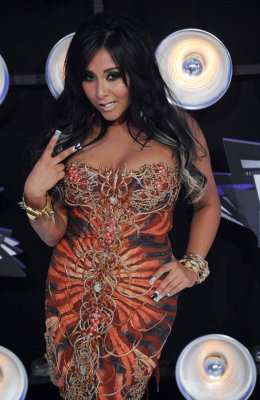 Snooki, Moore top Worst Dressed list