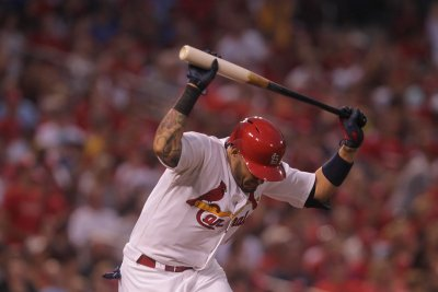 St. Louis Cardinals' Yadier Molina will try to play with splint