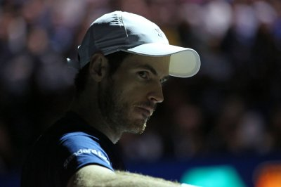 No. 1 Andy Murray claims first tile of year in Dubai