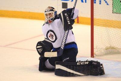 Winnipeg Jets edge Vancouver Canucks to keep slim hopes alive
