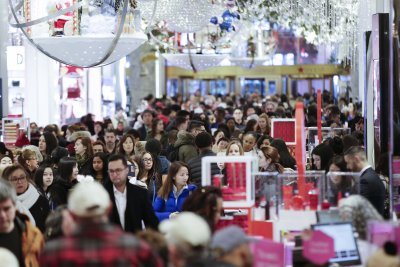 Black Friday: Lowe's website goes down, Macy's card processors fail