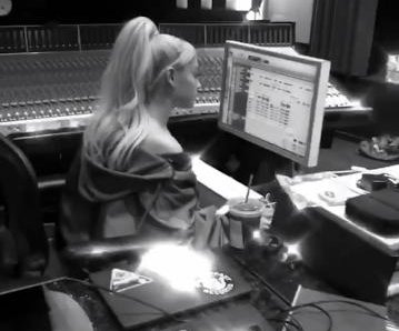 Ariana Grande returns to recording studio in new photo