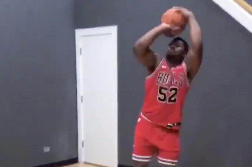 best website 63a96 ae34b Watch: Bears' Khalil Mack sports full Bulls uniform, shows ...