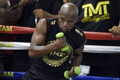 Floyd Mayweather Jr. to fight YouTube star Logan Paul in exhibition boxing match