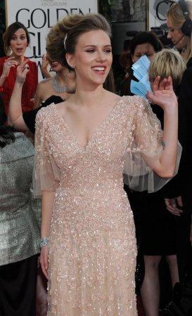 Johansson to be Oscars presenter