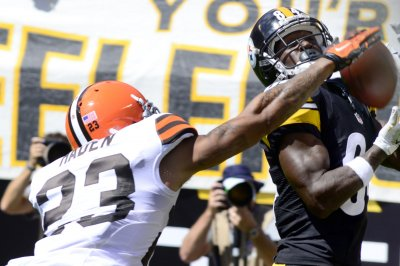 Browns' Haden, Whitner leave game with possible concussions