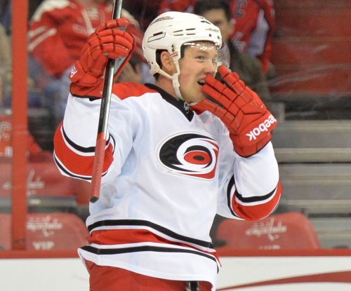 Jeff Skinner leads Carolina Hurricanes' late comeback vs. Columbus Blue Jackets