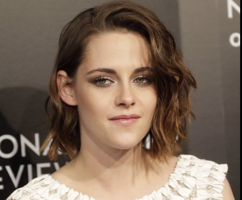Kristen Stewart 'hates losing' Whisper Challenge on 'Tonight Show'