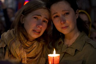 World reacts to Orlando shootings with vigils, support
