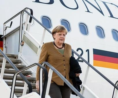 Merkel calls EU summit a critical moment