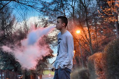 Study: Most teen e-cigarette users buy from drug stores