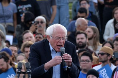 Trump beats all Democrats in 4th-quarter fundraising; Sanders on the rise