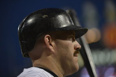 Reports: Yankees sign Kevin Youkilis