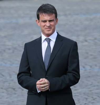 France PM Valls wins Parliament's confidence vote in bid to solidify support for economic reforms