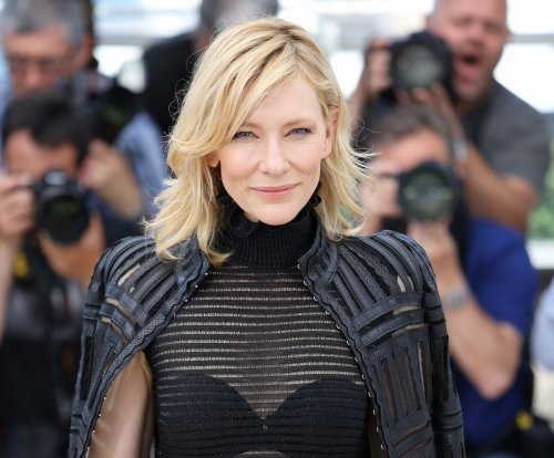 Cate Blanchett clarifies statement on relationships with women