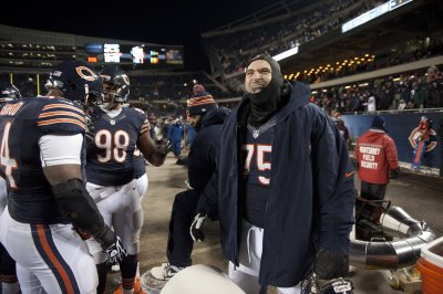 Kyle Long injured in Chicago Bears' first practice