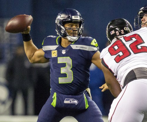 Seattle QB Wilson takes swing with Yankees