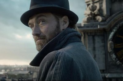 'Fantastic Beasts 2' trailer: Dumbledore teams up with Scamander