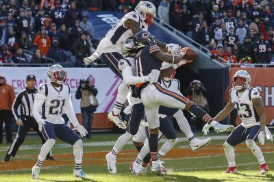 Bears fall yard short of game-tying Hail Mary vs. Patriots