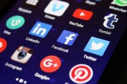 Survey: Kids' overuse of social media major health concern during pandemic
