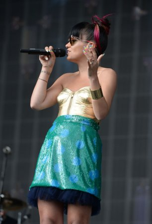Lily Allen to join Miley Cyrus' 'Bangerz' tour for seven shows