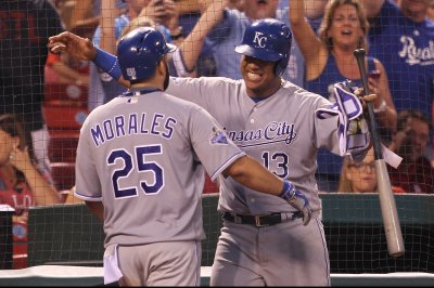 Red-hot Kendrys Morales powers Kansas City Royals past St. Louis Cardinals