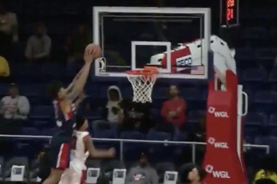 NBA G Leaguer completes alley-oop poster dunk