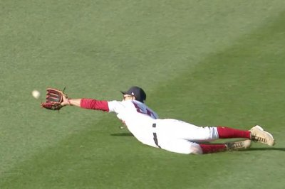 Red Sox's Mookie Betts robs Indians' Jason Kipnis with diving catch