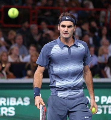 Federer upsets Djokovic, to meet Berdych for Dubai title