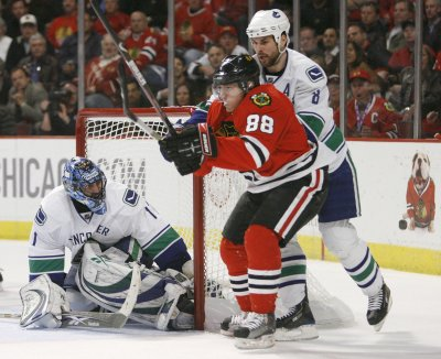 NHL: Chicago 7, Vancouver 5