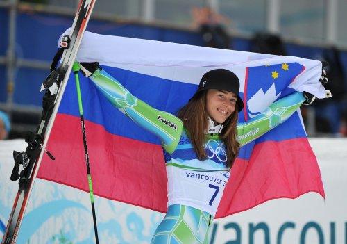 Tina Maze wins women's downhill under new coach