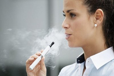 Vaping may help some smokers quit, small study says