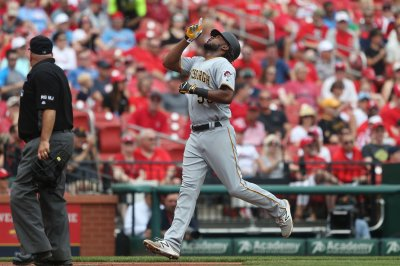 Josh Bell, Max Moroff power Pittsburgh Pirates to rout of Chicago Cubs