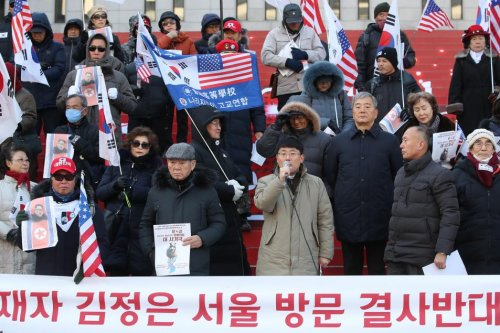 South Koreans protest Kim Jong Un's visit