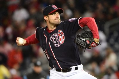 Nationals' Scherzer strikes out 14 in win over Tigers
