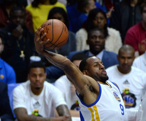 Golden State Warriors breeze past Philadelphia 76ers
