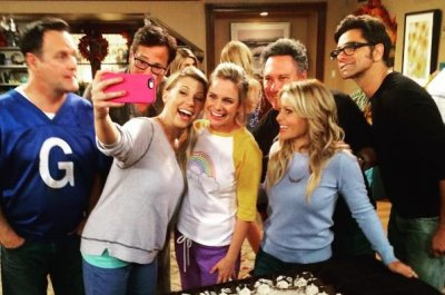 'Fuller House' cast celebrate Andrea Barber's birthday while filming Season 2