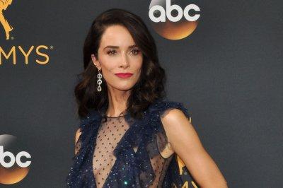 'Grey's Anatomy:' Abigail Spencer replaces Bridget Regan as Owen's sister