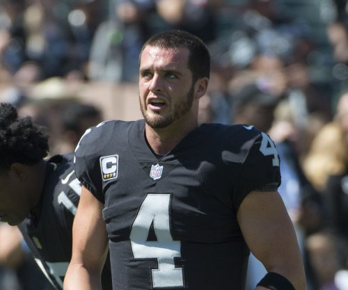 Oakland Raiders QB Derek Carr puts weight of loss on own shoulders