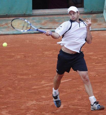 Roddick records 500th career victory
