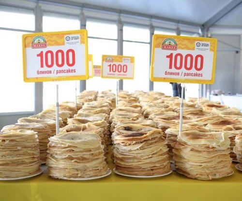 Russian flour company prepares world record 12,716 pancakes