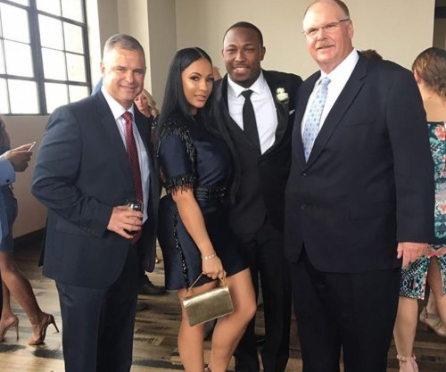 Jeremy Maclin parties with Chiefs, former teammates at wedding